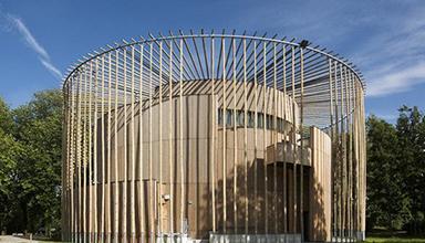 法国:剧院竹之剧场 竹装饰