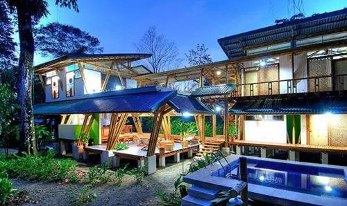 这样的豪华特色竹屋别墅 不由让人心旷神怡